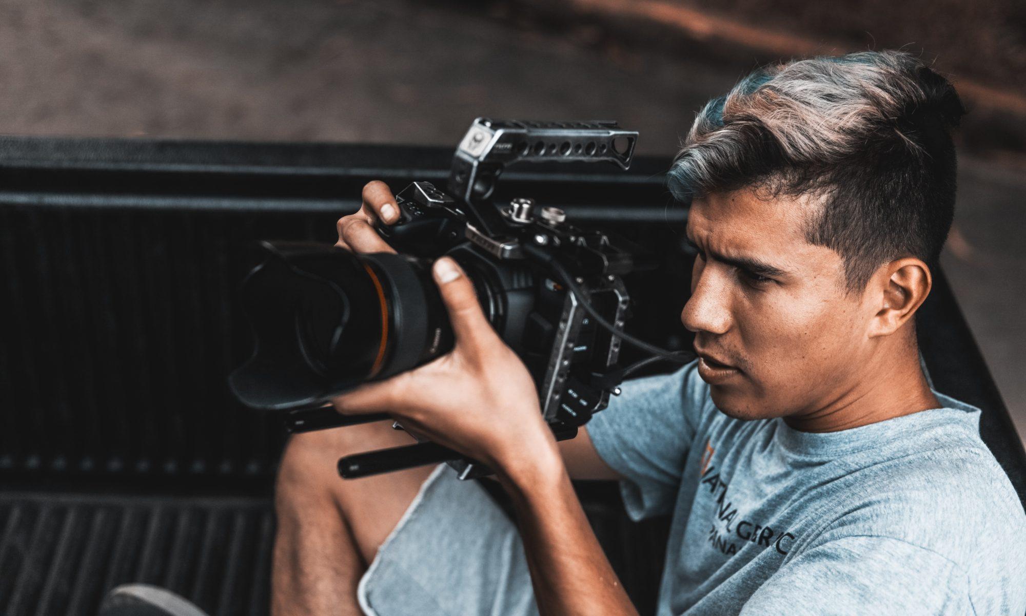 Symbolfoto-Journalist-Kamera-Dreh-Anna-Neifer